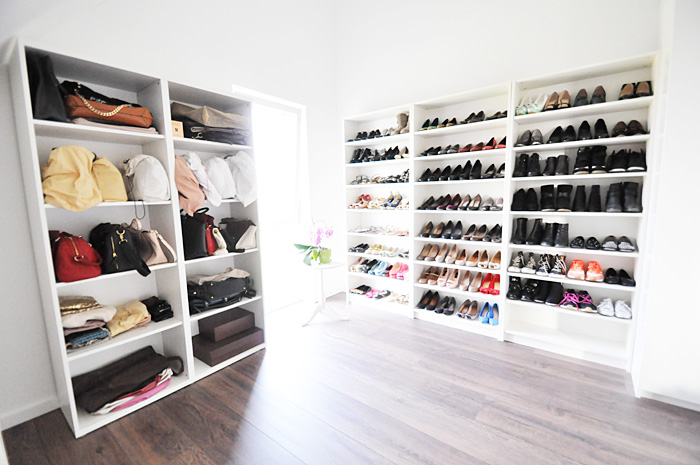 Begehbarer kleiderschrank frau traum  Home • Ein etwas anderer begehbarer Kleiderschrank: Mein Schmink ...