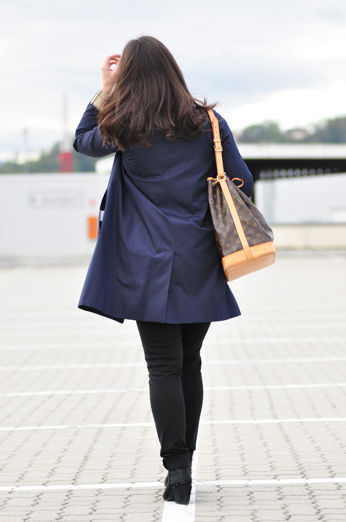 Louis-Vuitton-Vintage-Noe-Burberry-Trench_7