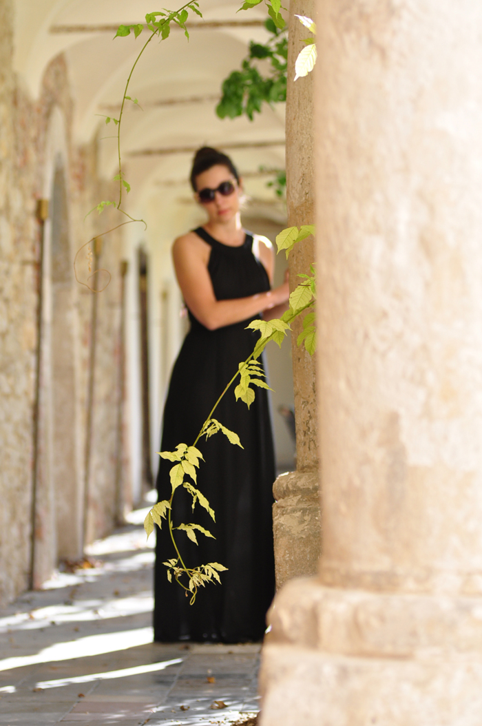 prom nights kleider f r die ballsaison teil 4 schwarzes ballkleid mit h bschem ausschnitt. Black Bedroom Furniture Sets. Home Design Ideas