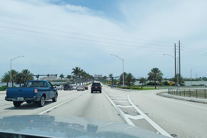 Ford Lauderdale taucht vor uns auf.