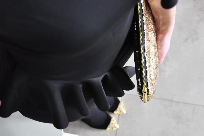 schwarzes Volantkleid
