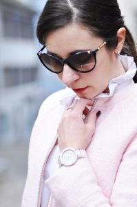 Business Outfit mit pastell rosa Jacke und Bleistiftrock aus Leder   www.mymirrorworld.com
