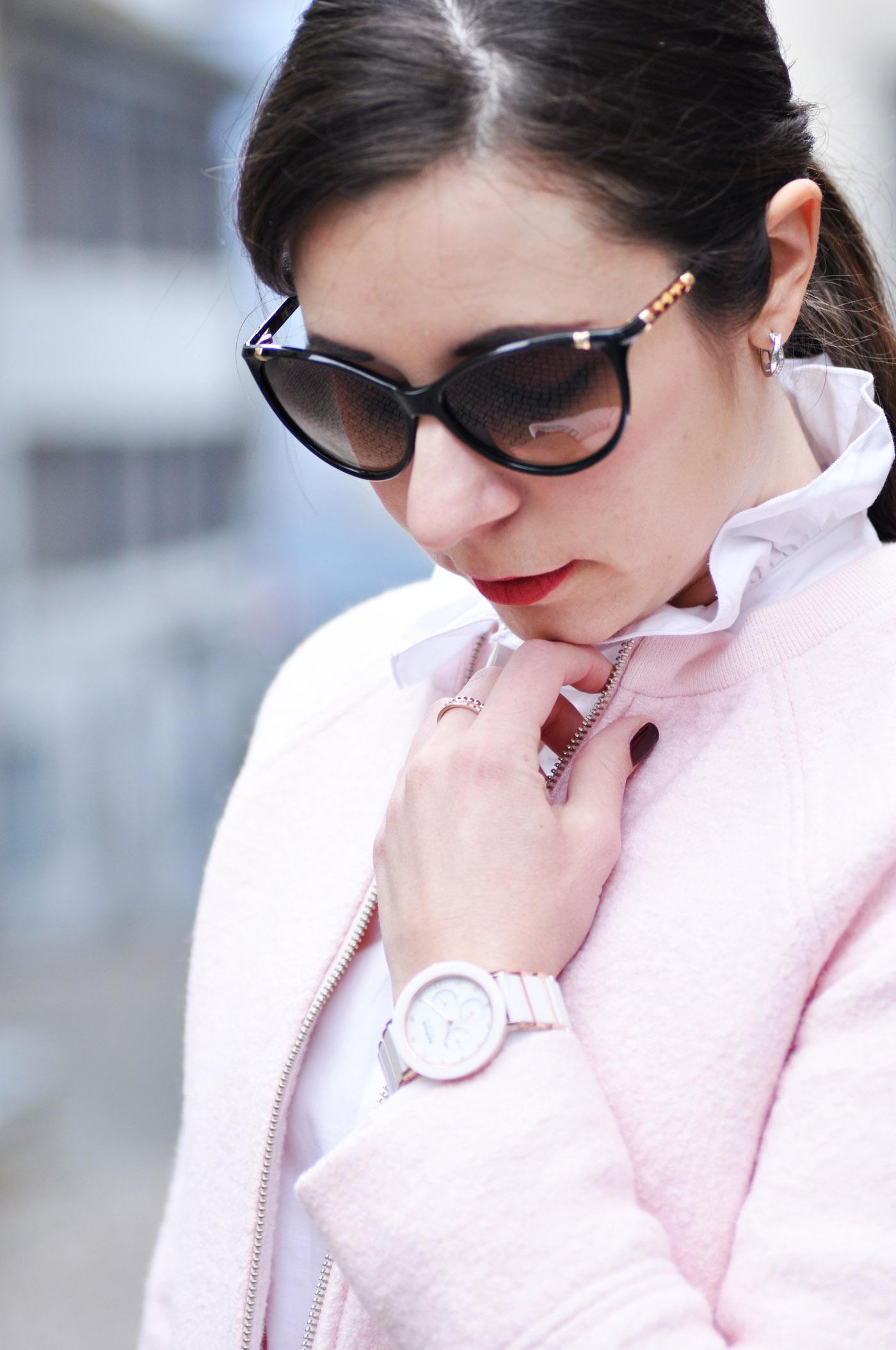 Business Outfit mit pastell rosa Jacke und Bleistiftrock aus Leder | www.mymirrorworld.com