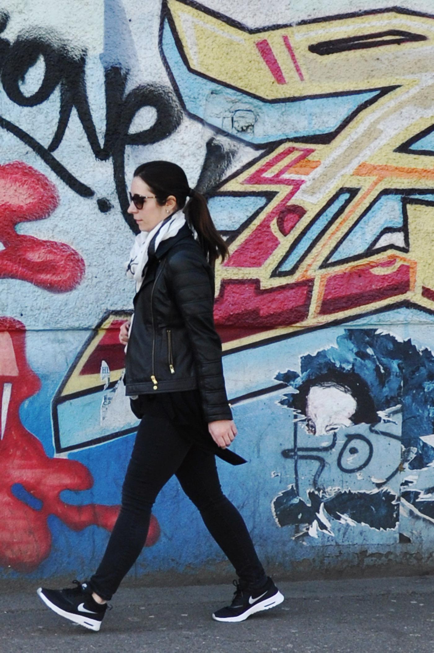 Outfit mit den neuen Nike Air Max Thea Sneaker in schwarz | www.mymirrorworld.com
