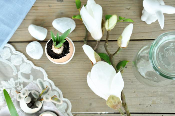 Osterdeko Ostertisch Fruehlingsblumen