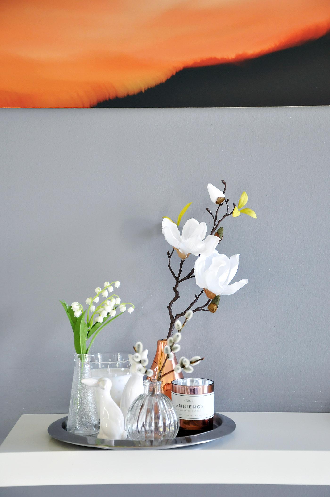 Osterdekoration, viele kleine Vasen - www.mymirrorworld.com