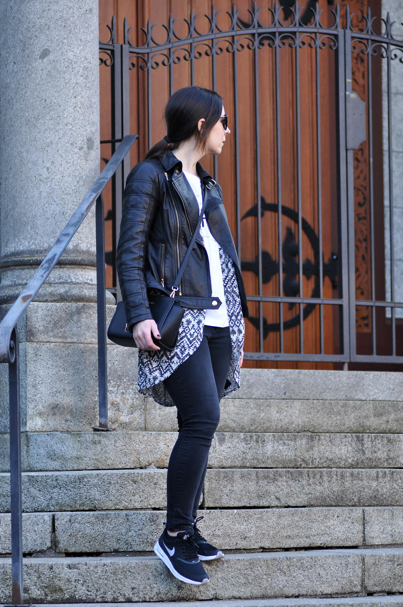 Outfit mit den neuen Nike Air Max Thea Sneaker in schwarz und der Michael Kors Selma Tasche | www.mymirrorworld.com