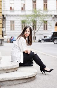 Fashionblog Graz Ripped Jeans und Spitzenshirt Carlings Seiersberg