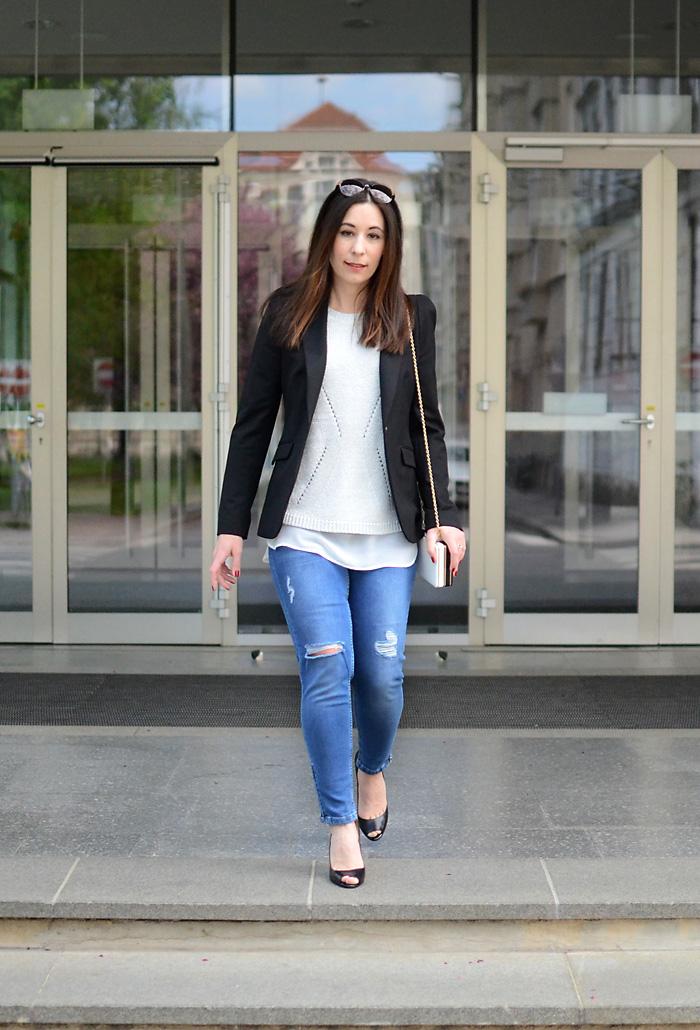 Ripped Jeans zum Blazer