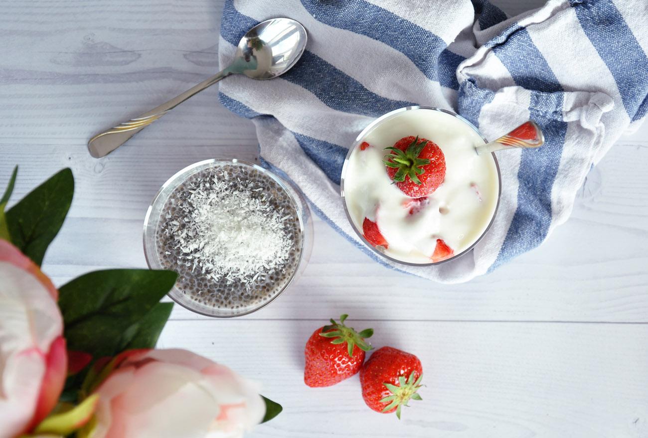 Chia Pudding und Erdbeer Crunchy Granola