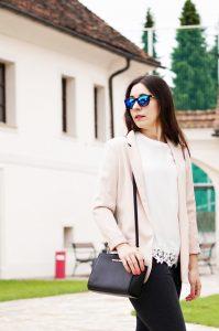 blau verspiegelte Sonnenbrille Outfit