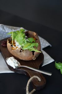 Saisonal Kochen: Ofenkartoffel mit Ruccola