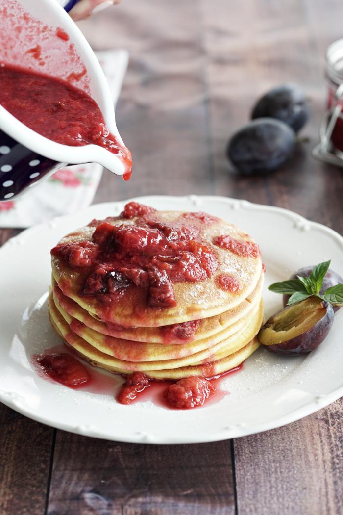 Dinkel-Kokos-Pancakes mit Zwetschken 2