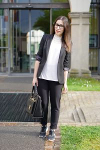 Outfit Sneaker im Office 5