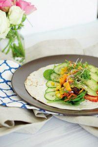 Gesundes Fastfood schnelle Wraps mit Gemuese 4