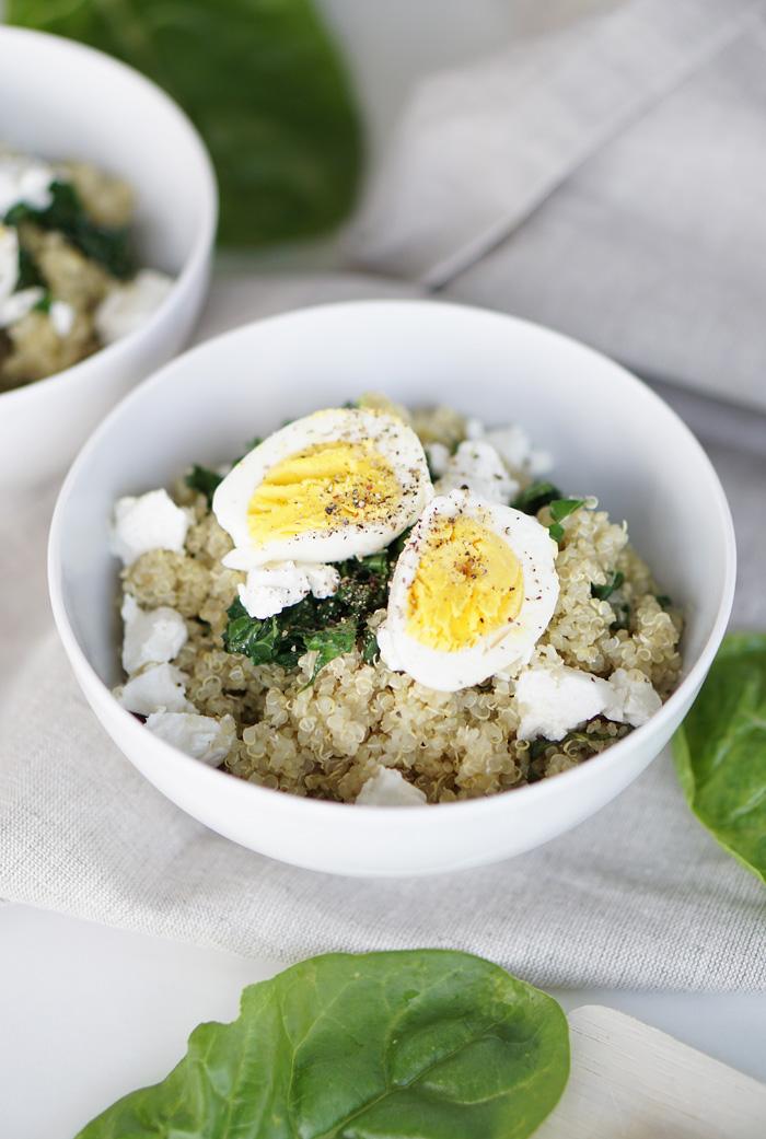 eat seasonal quinoa lunch bowl mit mangold ziegenk se und ei my mirror world. Black Bedroom Furniture Sets. Home Design Ideas