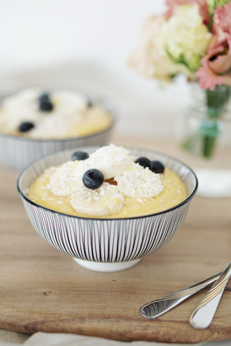 fructosefreies-fruehstueck-zitronen-kokos-polenta-mit-bananen-2