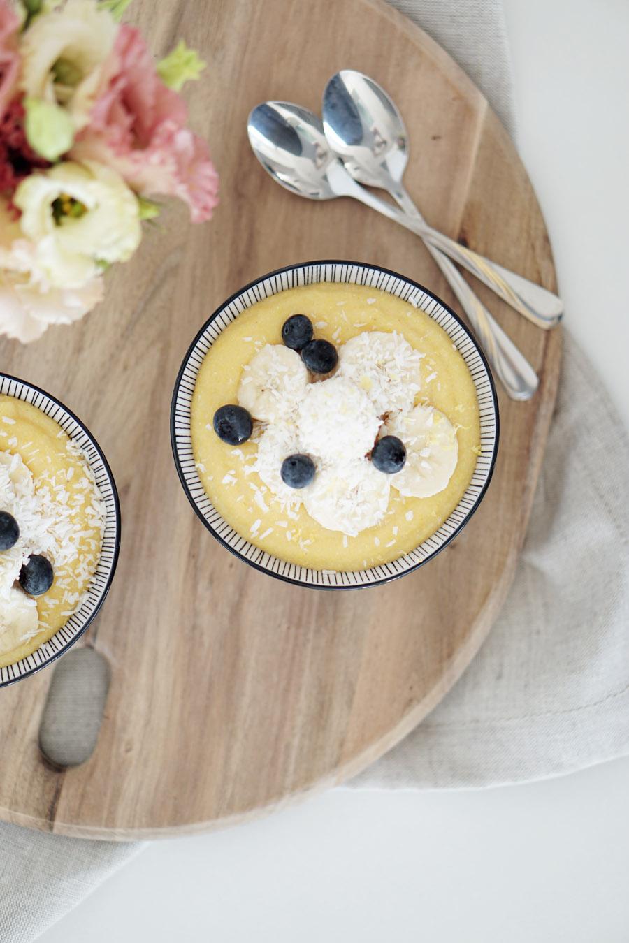Fructosefreies Fruehstueck Zitronen Kokos Polenta mit Bananen 2