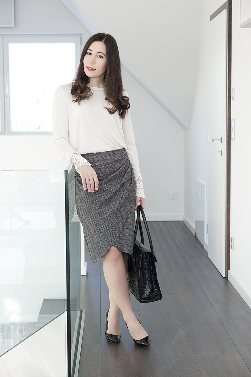 Business Outfit Bleistiftrock und Pullover mit Spitze 3