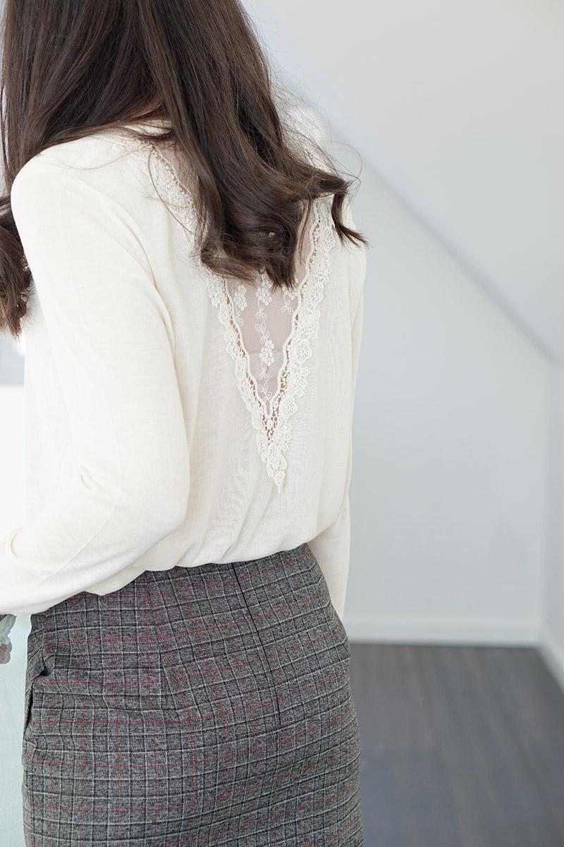 Business Outfit Bleistiftrock und Pullover mit Spitze 5