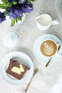Osterhasen Kuchen mit Geschirr von Greengate Ediths 1
