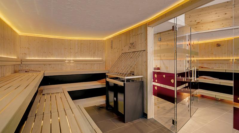 hotel-innsholz huettenurlaub chalets sauna.jpg
