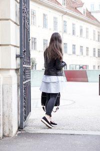 7 ways to wear – Lederjacke und Blusenkleid 2
