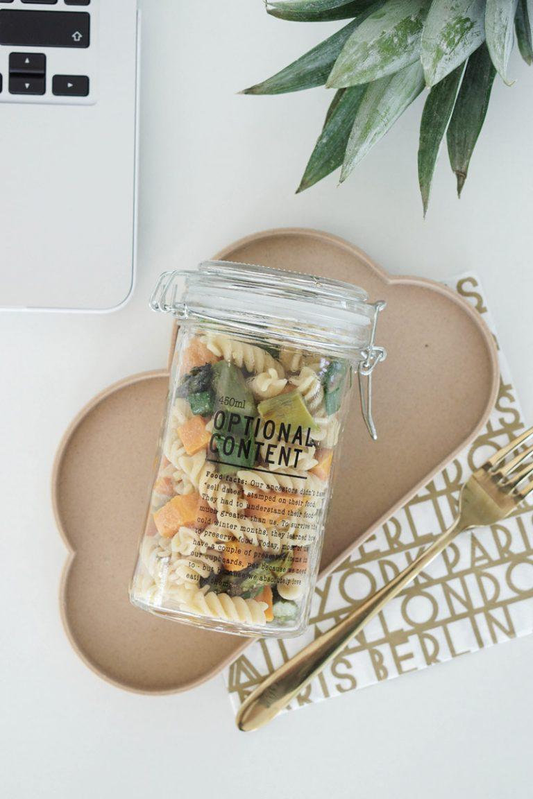 Essen ins Buero mitnehmen – Nudelsalat im Glas mit Suesskartoffeln und Spargel 4