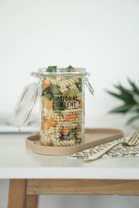 Essen ins Buero mitnehmen – Nudelsalat im Glas mit Suesskartoffeln und Spargel 5