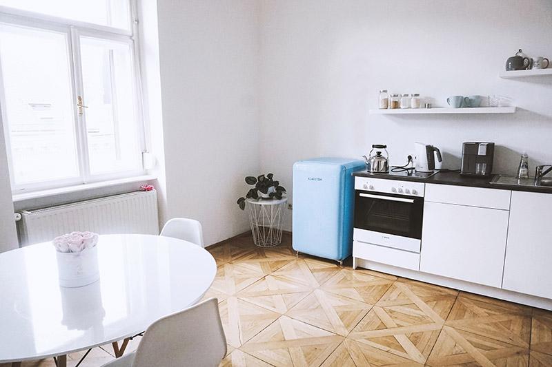 Retro Kühlschrank Klarstein : Hacks für unseren blauen retro kühlschrank im büro my mirror world