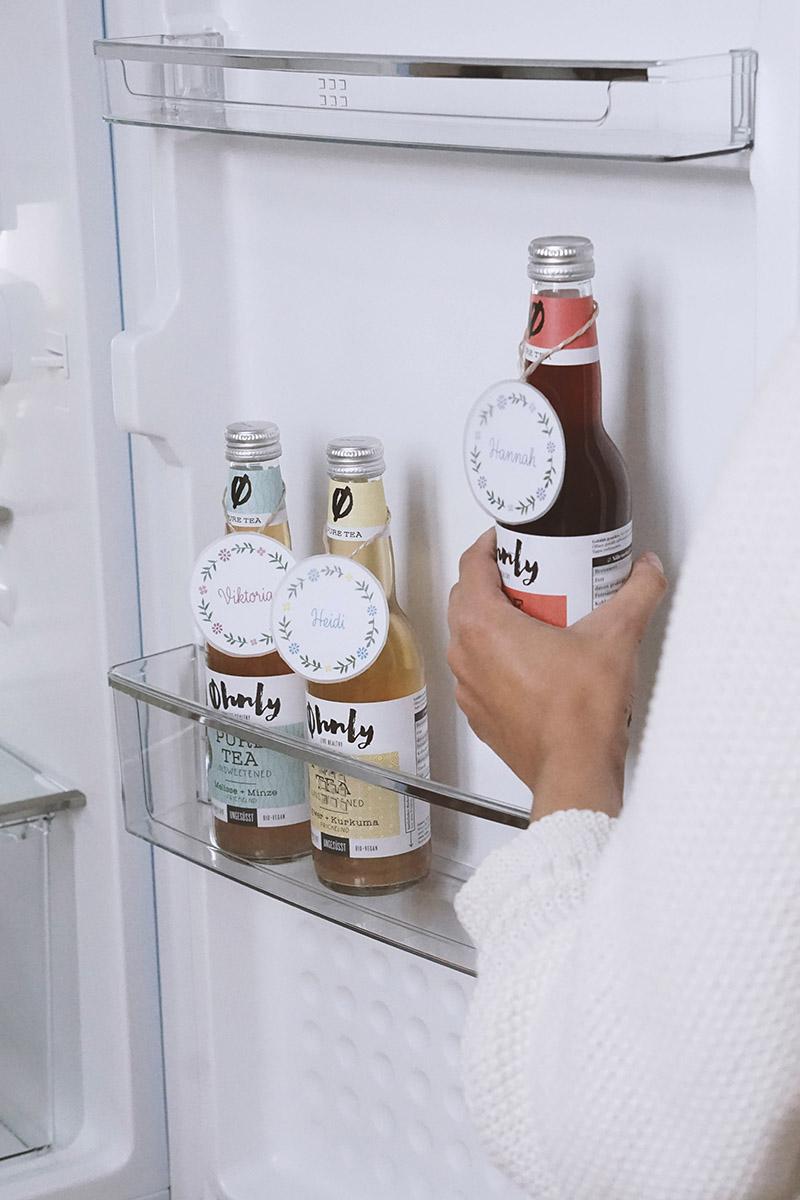 5 Hacks für unseren blauen Retro Kühlschrank im Büro | My Mirror World