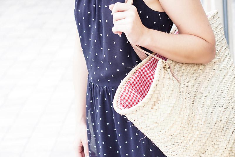 Wie stylt man eine Strohtasche für den Sommer– One Trend Different Styles