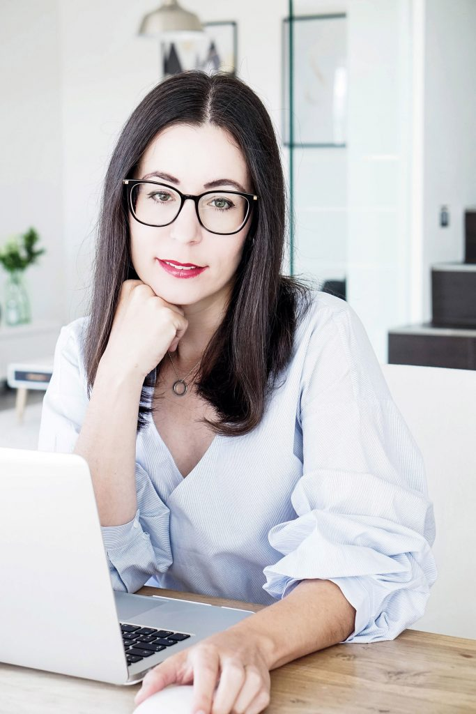 Wie Äußerlichkeiten unser Selbstbewusstsein stärken können – Meine Brille von Optik Neuroth Graz