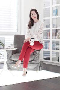 Trendfarbe Rot: Warum du im Büro rot tragen solltest.