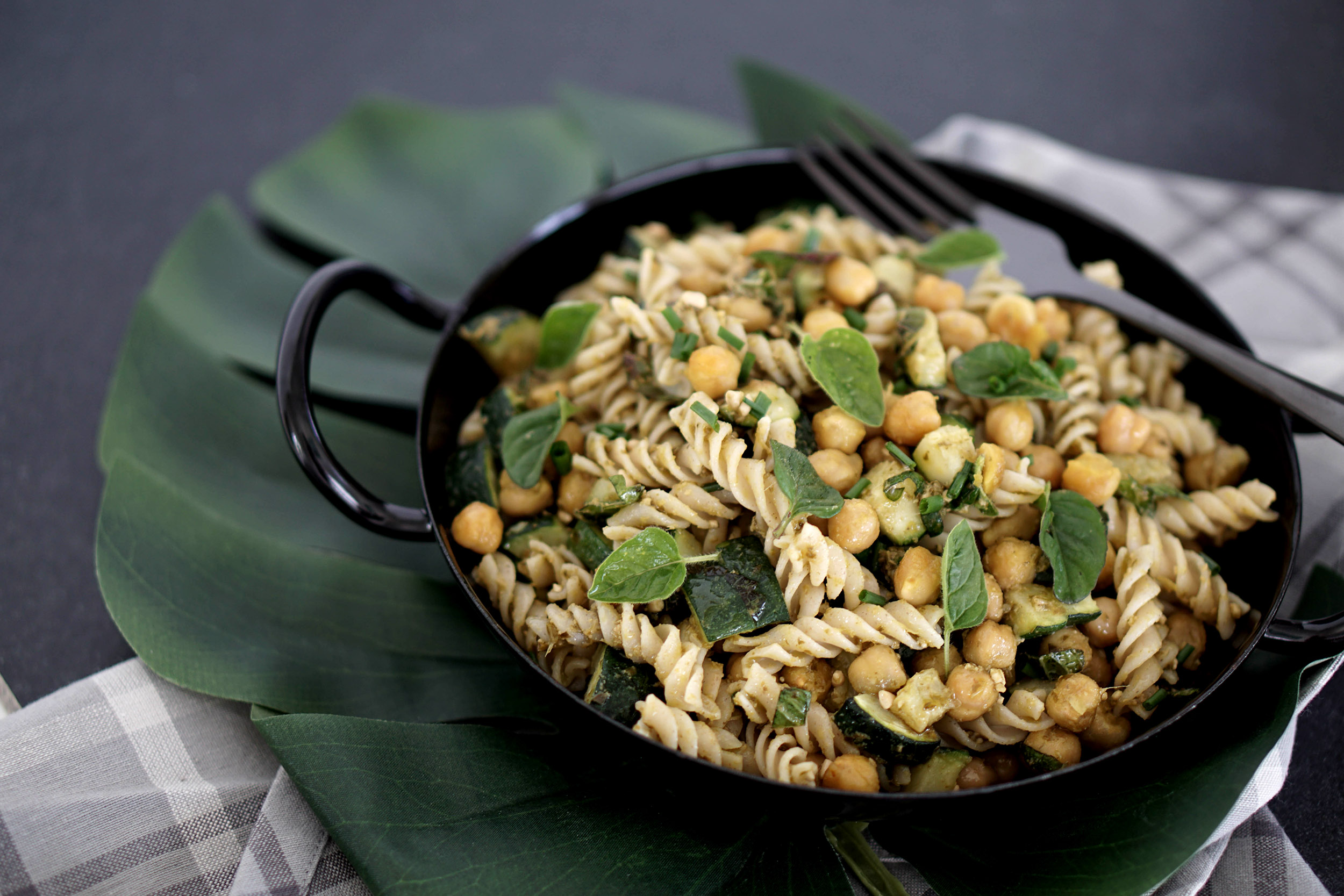 Green Pasta Rezept Nudelsalat zum Mitnehmen ins Büro