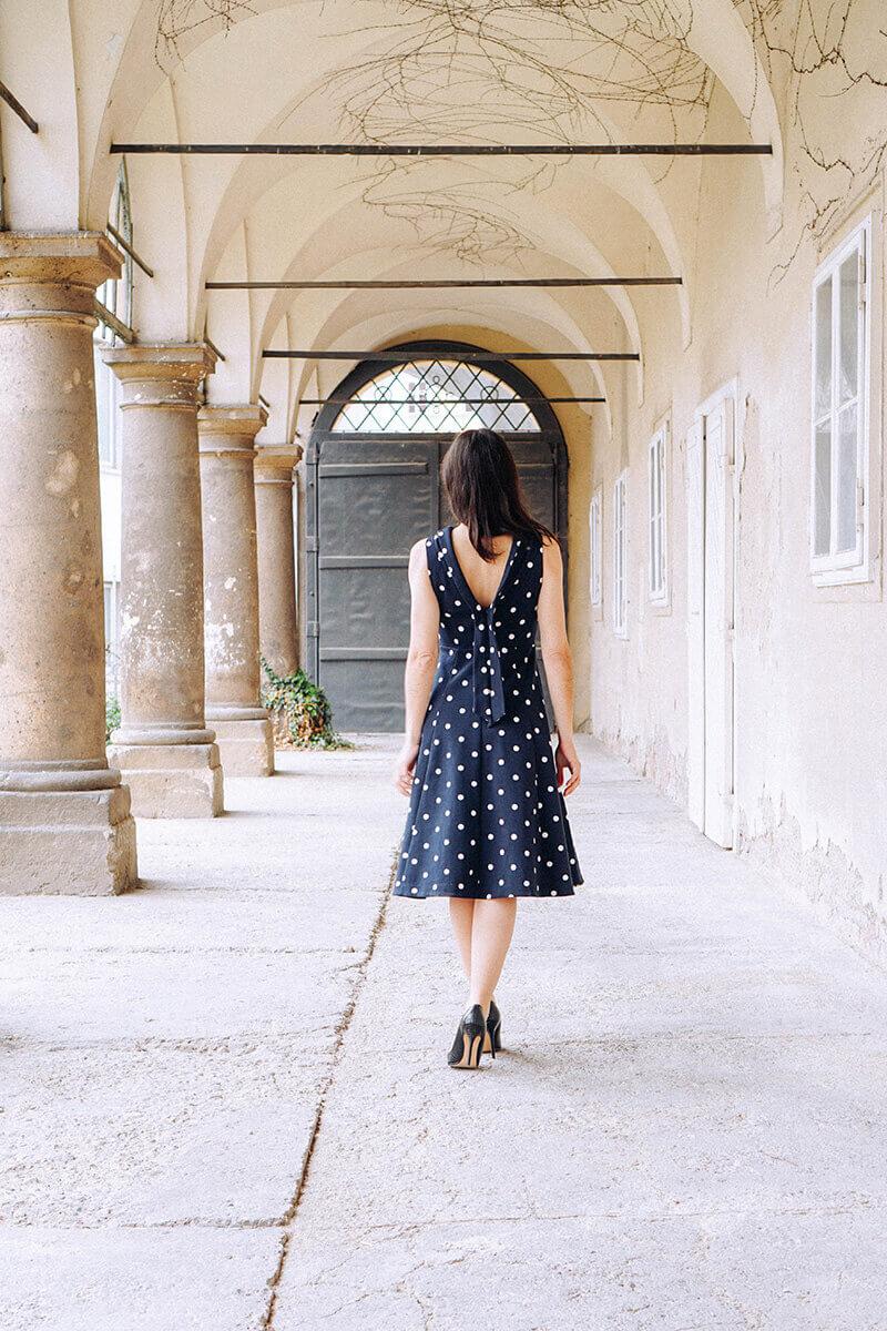 Ein Outfit als Hochzeitsgast – Das Punktekleid