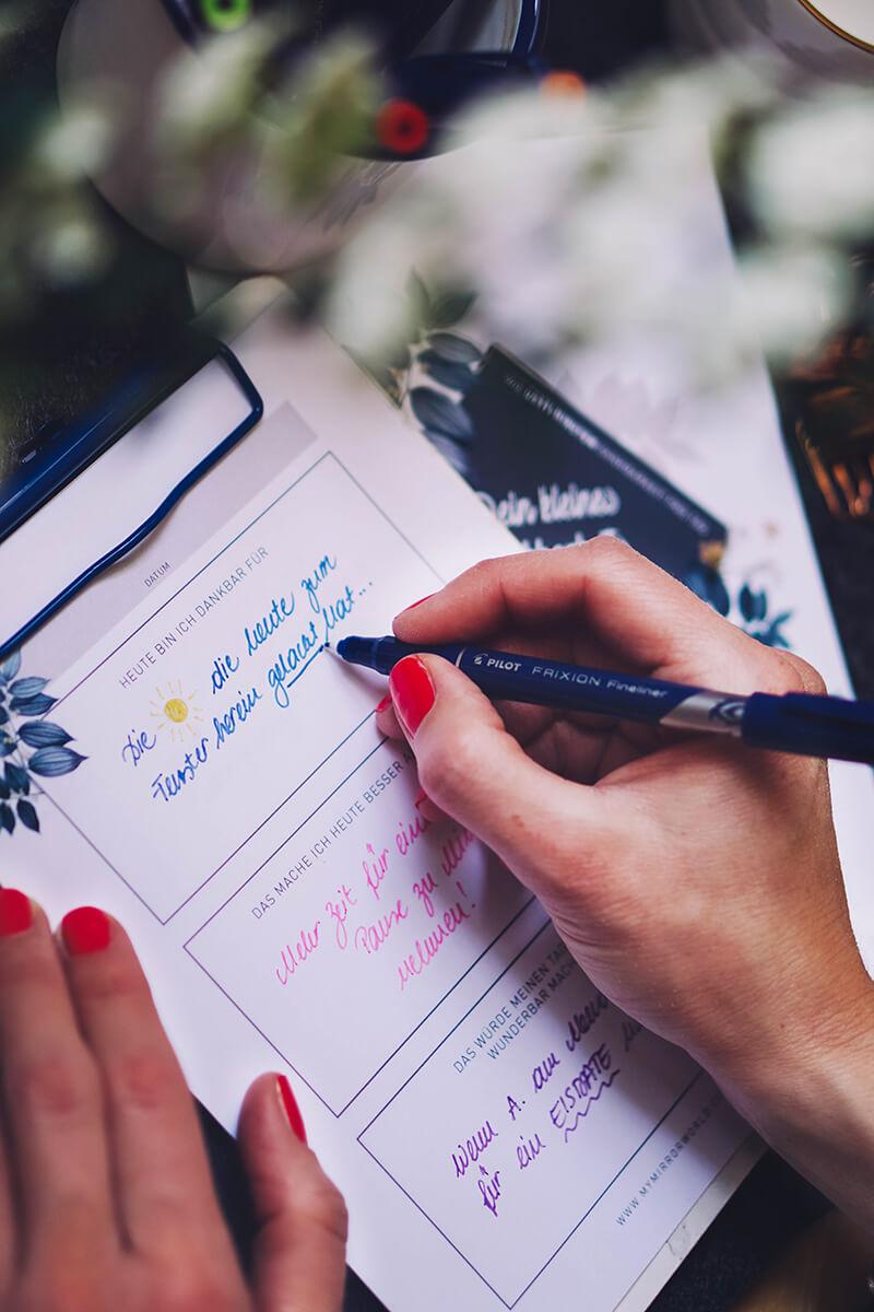 Dankbarkeitstagebuch – Wie 2 Minuten Dankbarkeit und Achtsamkeit pro Tag deinen Alltag verändern können
