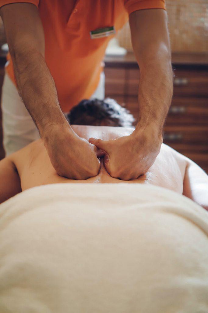 Waldbaden und ganzheitliche Wellness Massage Entspannung im Hotel Miraverde in Bad Hall