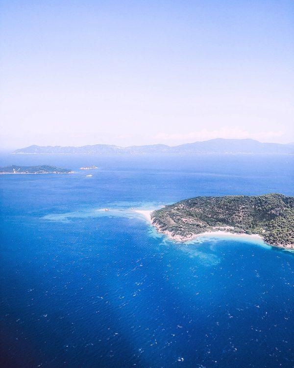 Landeanflug auf Skiathos, der Nachbarinsel von Skopelos
